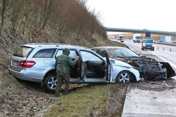 Auf der A4 kam es während eines Schneeschauers zu mehreren schweren Unfällen.