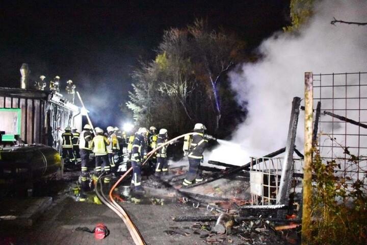 Die Feuerwehr Burscheid war mit allen vier Löschzügen im Einsatz.