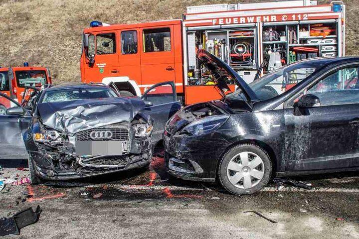 Insgesamt 10 Autos waren an der Unfallserie beteiligt.