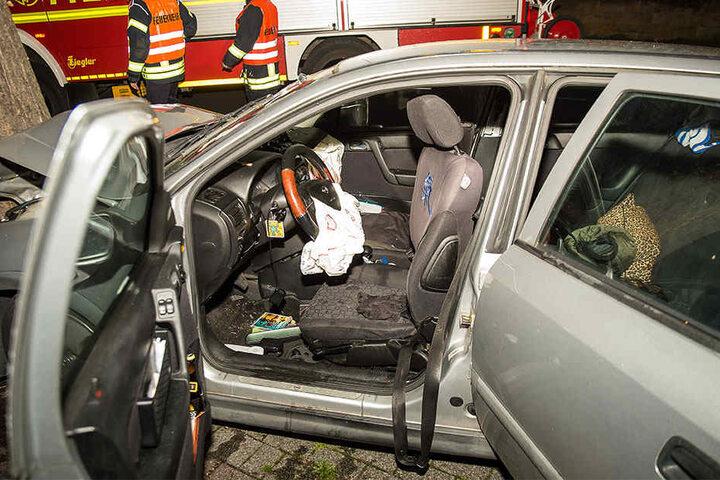 Durch den heftigen Aufprall wurde der Airbag ausgelöst.