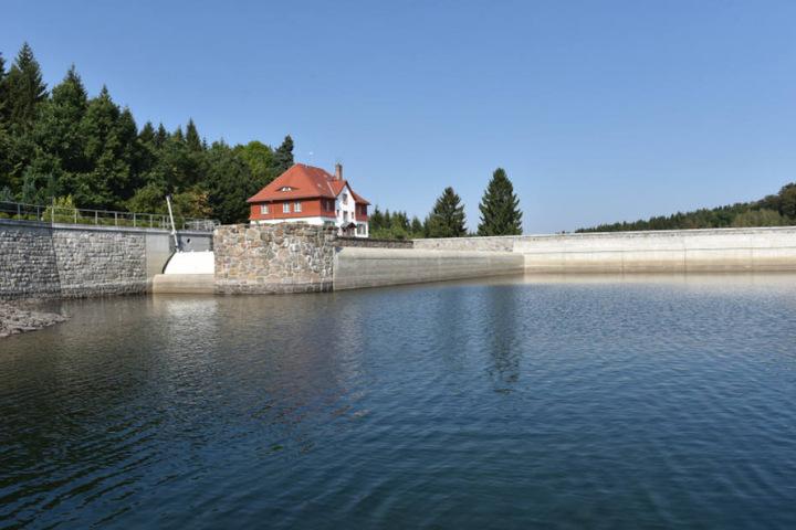 Über 100 Jahre alt: Die Talsperre Klingenberg, von der Dresden sein Trinkwasser bezieht, ist rund 30 Kilometer von der Landeshauptstadt entfernt.