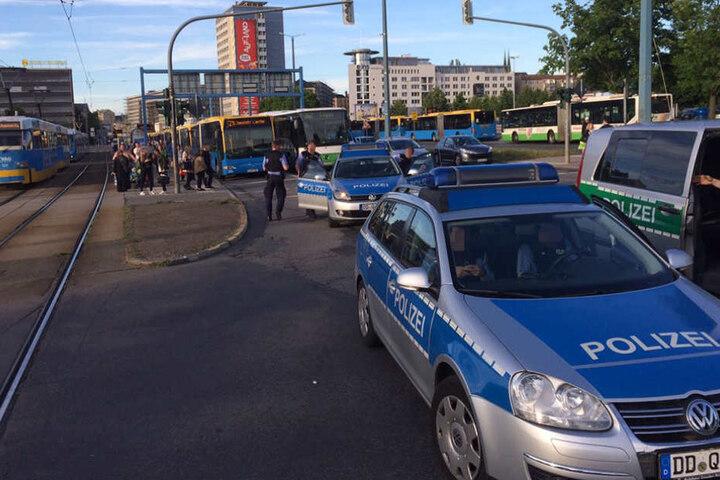 Nichts geht mehr! Busse und Bahnen stehen an der Bahnhofstraße still.
