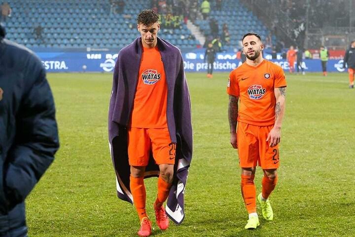 Der Frust steht ihnen nach der Niederlage in Bochum ins Gesicht geschrieben: Dominik Wydra (li.) und Calogero Rizzuto.