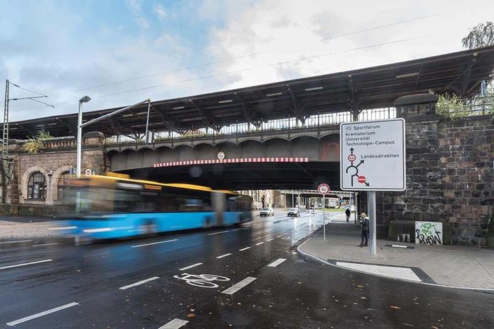 Die Brücke am Südbahnhof ist eine von fünf Überquerungen, die die Bahn  erneuern will.