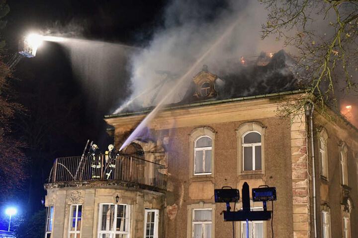 Drei Kinder sollen zuvor im Dachstuhl des leerstehenden Gebäudes gekokelt haben.