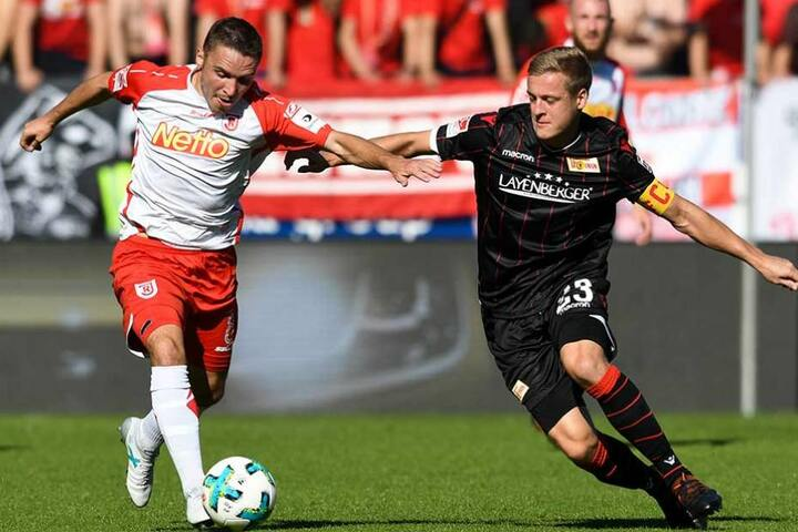 Felix Kroos (re.) im Zweikampf mit Andreas Geipl.