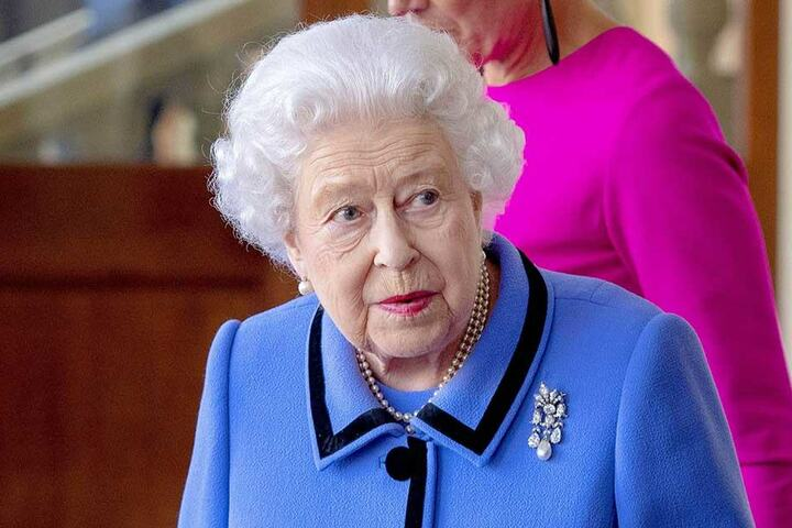Queen Elizabeth (92) leiht Meghan oft wertvollen Schmuck für öffentliche Auftritte. Ein Vorteil für die Herzogin, von dem die Steuerbehörden gerne ein Stück abhaben wollen.