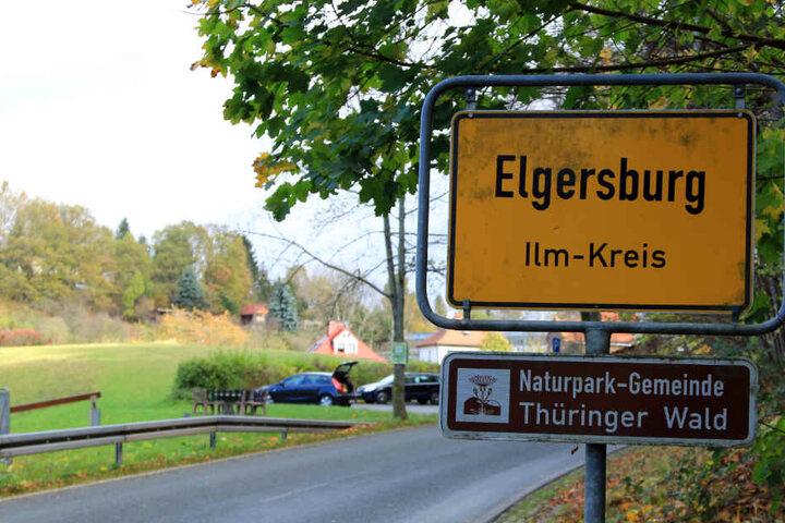 Fahndung: Bewaffneter Mann klaut nach Unfall VW und flüchtet