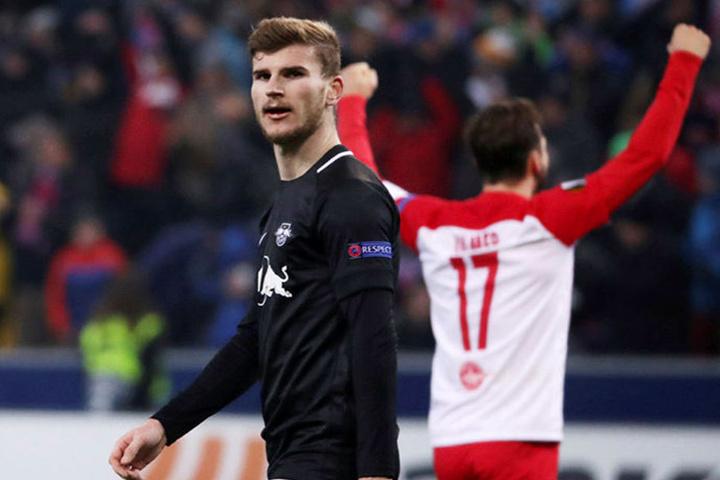 Freud und Leid lagen nah beinander: Während der FC Salzburg um Andreas Ulmer (r.) den Gruppensieg perfekt machten, brauchen die Leipziger um Stürmer Timo Werner (l.) ein Wunder am letzten Spieltag.