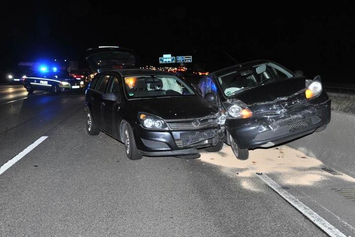Fünf Autos verunfallten infolge des Spurwechsels eines Lastwagens
