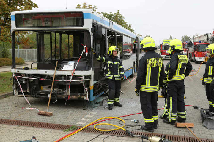 Bei der Übung haben die Kameraden den Bus komplett zerlegt.