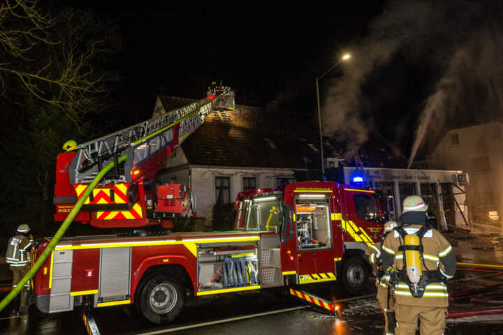 Die Feuerwehr hat verhindert, dass das Gebäude einstürzt.