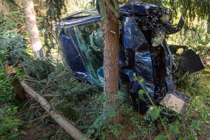 Bei dem Unfall wurde der Fahrer verletzt.
