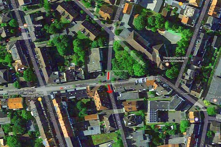 In der Balduinstraße in Paderborn wurde der Rollstuhlfahrer überfallen.