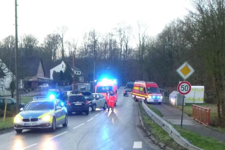 Eine 52-jährige Bielefelderin rutschte mit ihrem Toyota Yaris auf dem Kusenweg in den Gegenverkehr.