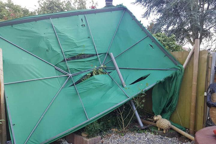 Pavillons, Zelte, Schirme sind vor dem Sturm nicht sicher.