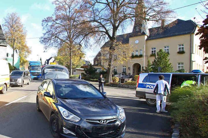 Vor dem Crash mit dem Rathaus, kollidierte der Opel mit dem Hyundai.