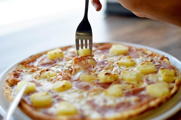 Hmmmm lecker! Beim Anblick einer Pizza Hawaii läuft einem das Wasser im Mund zusammen.