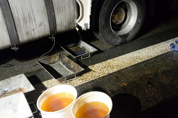 Bei dem Zusammenstoß liefen mehrere hundert Liter Diesel aus.