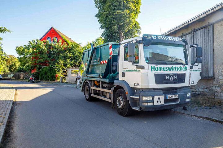 Für die Zwangsräumung waren gestern früh bereits Laster nach Gohlis (Dorfstraße) angerückt.