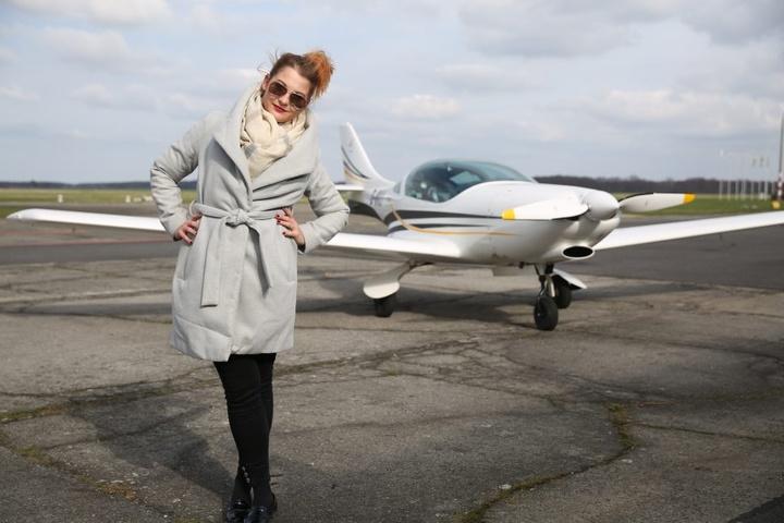 Schick, schön, schlau - Lisa Zosel fliegt ihre Maschinen selbst zu den  Kunden.