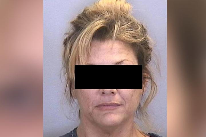 Jaimie A. soll direkt vor den Augen ihrer Tochter Sex mit mehreren Teenagern gehabt haben.