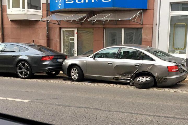 Die Straße wurde nach dem Unfall fast drei Stunden voll gesperrt.