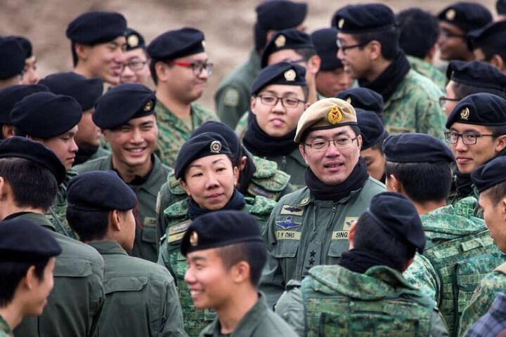 Die Asiaten aus dem kleinen Stadtstaat schätzen am Truppenübungsplatz das offene Gelände.