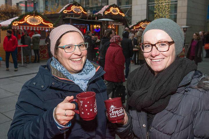 Getestet und für gut befunden: Kathrin und Natalia (beide 34) haben die Glühwein-Saison schon eröffnet.