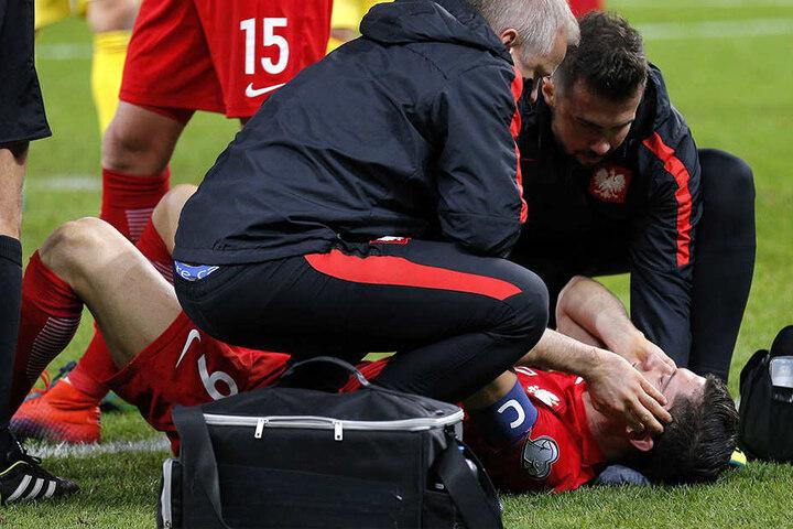 Der Bayern-Star ging zu Boden und musste behandelt werden.