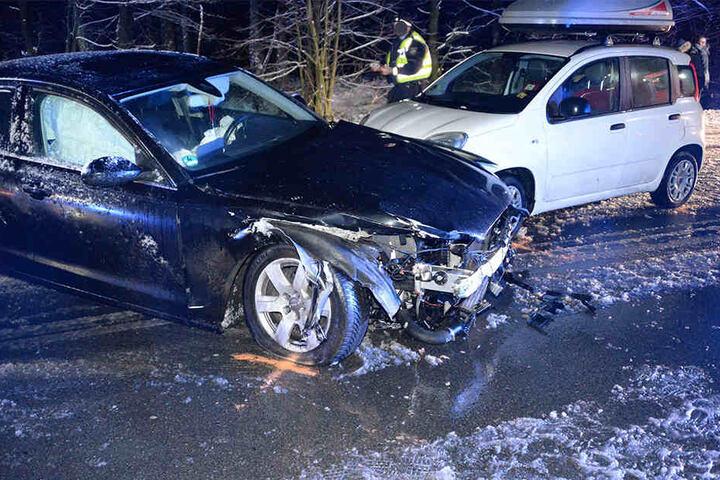 Eine 28-jährige Frau musste nach dem Zusammenstoß schwer verletzt ins Krankenhaus.