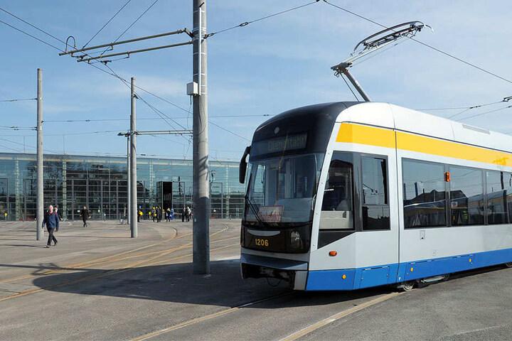 Insgesamt 220 Fahrgäste sollen in der XL-Tram Platz haben.