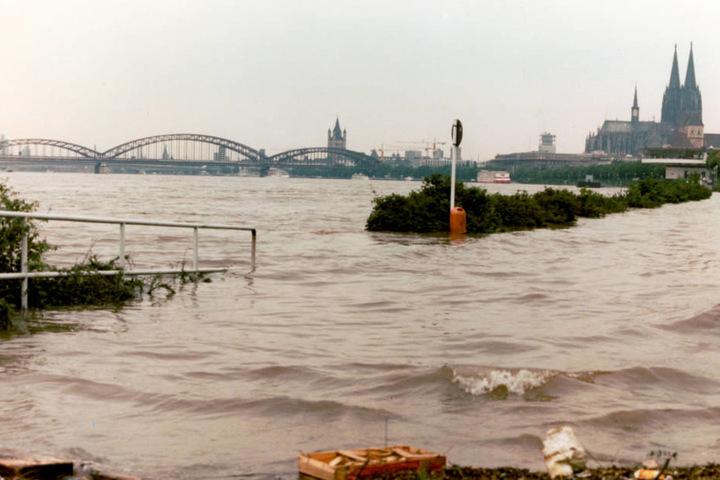 1980 stieg das Hochwasser des Rheins in Köln auf über neun Meter.