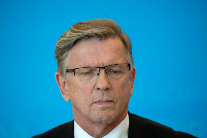 Gerold Otten (AfD), Kandidat seiner Partei für das Amt eines weiteren Vizepräsidenten des Bundestages, gibt nach der Abstimmung ein Statement. Die AfD ist auch mit ihrem neuen Kandidaten Gerold Otten bei der Wahl zum Bundestagsvizepräsidenten gescheitert.