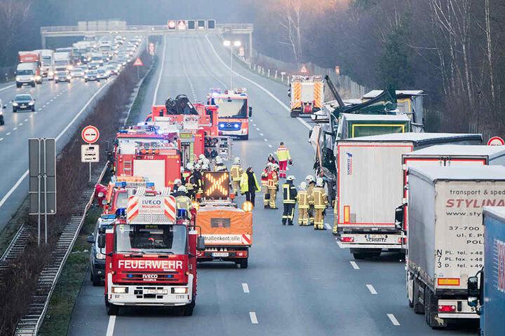 Die Autobahn zwischen Hannover und Braunschweig wurde nach dem Unfall komplett gesperrt.