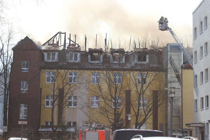 Der Dachstuhl der Pflegeeinrichtung brannte komplett aus.