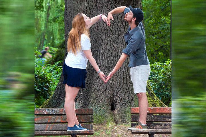 Die Studenten Jonas Lorenz (19) und Michelle Michaelik (19) sind frisch verliebt und knutschen am Schlossteich.