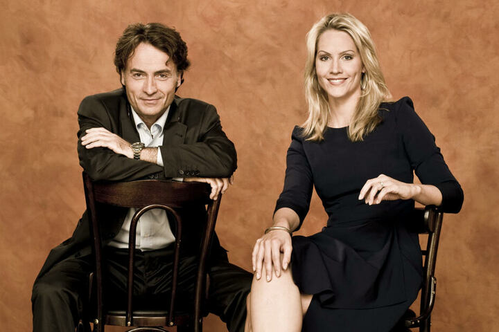 """Judith Rakers und Giovanni di Lorenzo talken bei """"3nach9"""" für Radio Bremen."""