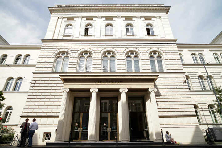 Bonn: Der Eingang des Landgerichtes.