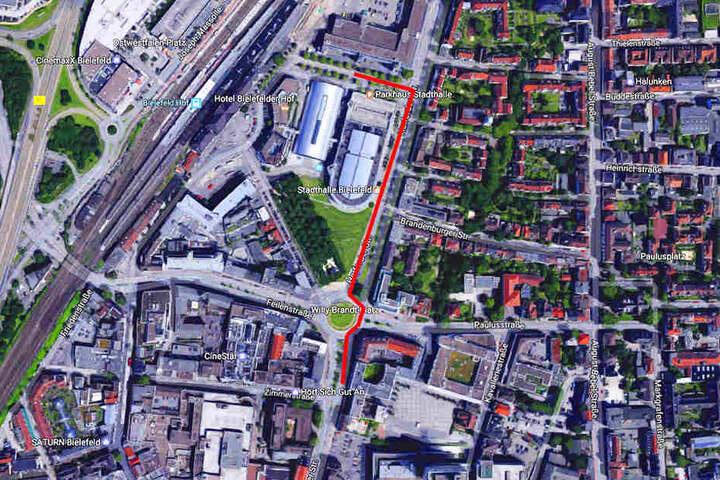 Es sind nur wenige Hundert Meter weiter in Richtung Innenstadt. Aber am neuen Standort werden Parkplätze Mangelware sein!