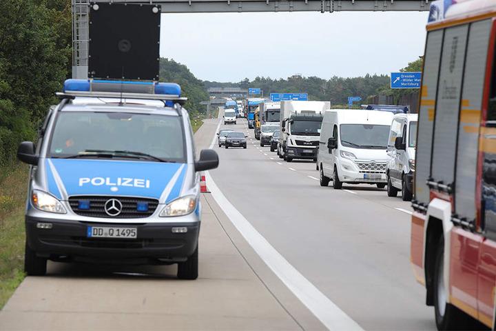 Der Verkehr stockte - ein Stau bildete sich auf der A4.