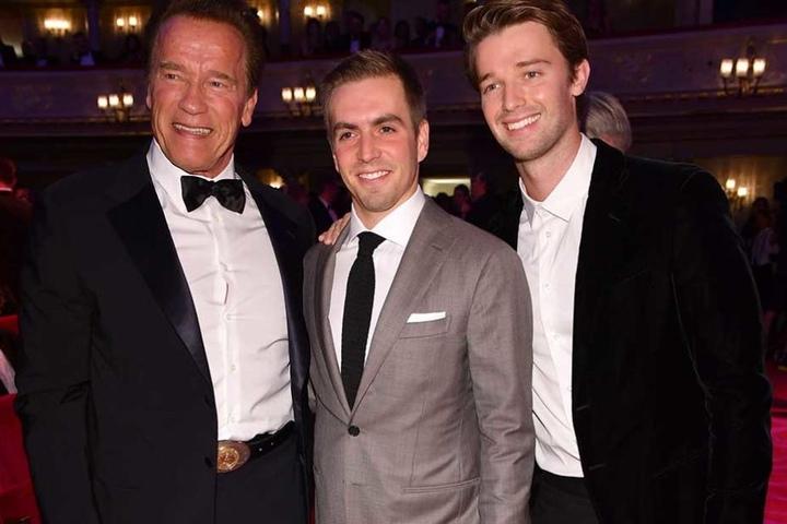 Arnold Schwarzenegger mit seinem Sohn Patrick und dem Philipp Lahm (Mi.).