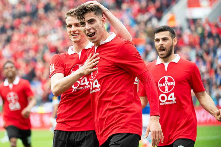 Kai Havertz (M.) brachte Bayer 04 Leverkusen in Führung. Damit liegt die Werkself momentan auf Rang vier.