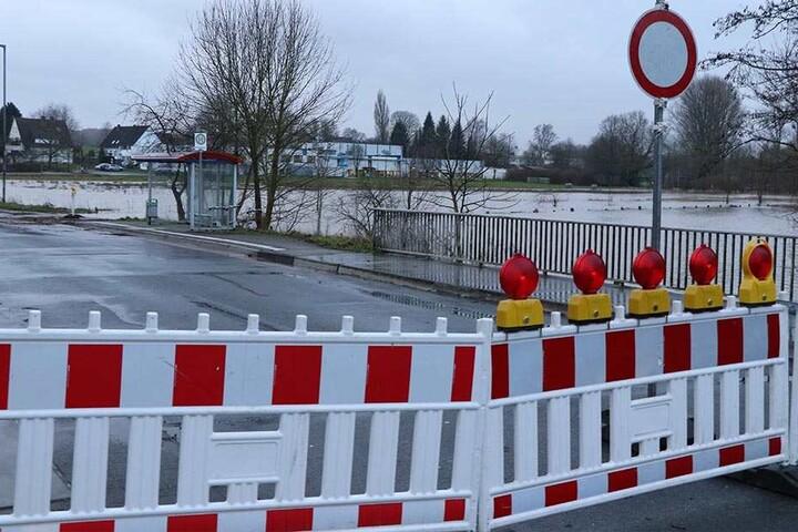 Die Ringstraße wurde wegen der Überflutung gesperrt.