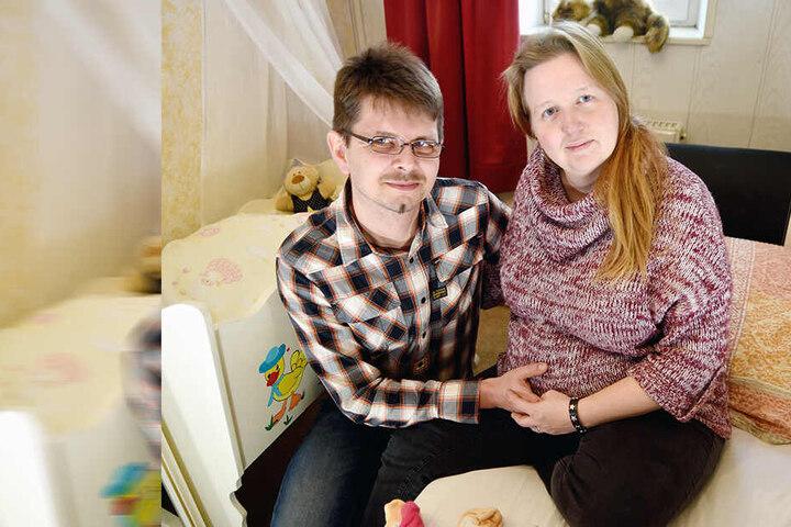Jennifer Kandziora (40) und Alexander Sterz (38) erwarten Ende April ihr Baby. Eine Hebamme hat das Paar allerdings noch immer nicht gefunden.
