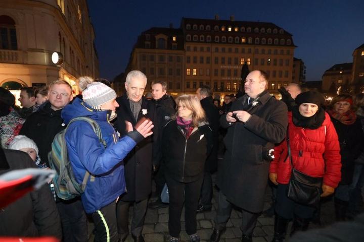 Stanislaw Tillich, OB Dirk Hilbert und Katja Kipping im Gespräch mit den Bürgern auf dem Neumarkt.