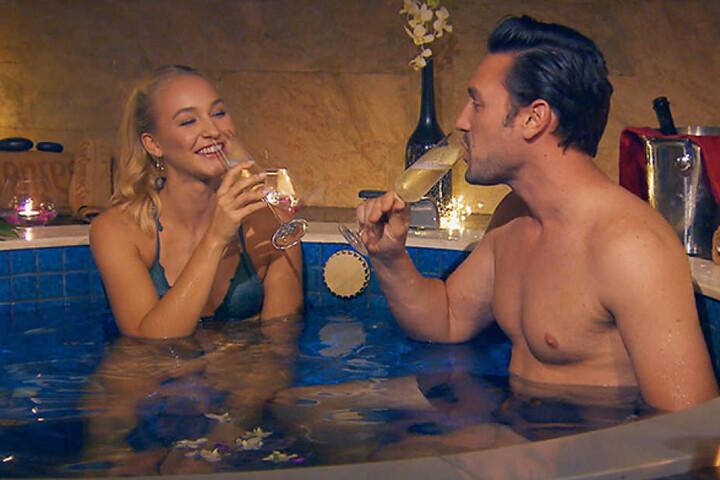Prickelnde Stunden zu zweit: Konnte Svenja (22) das Herz des Bachelors erobern?