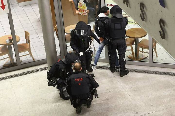 Brennpunkt Wiener Platz: Trotz vieler Razzien am Hauptbahnhof gehört das Areal zu Dresdens Drogen-Umschlagplätzen.