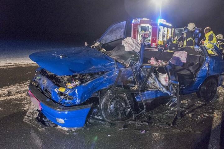 Der Opel Astra wurde vollkommen zerstört. Der Fahrer hatte keine Überlebenschance.