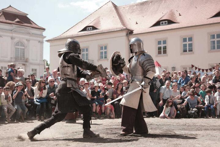 Auf der Leuchtburg werden die Ritter die Schwerter kreuzen.
